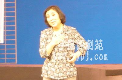 小筱俊亭逸夫舞台倾情演绎《妈妈》