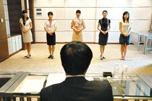 """""""昨日下午,大韩航空空姐招聘的最后一轮面试在维斯汀酒店5楼的绿厅图片"""