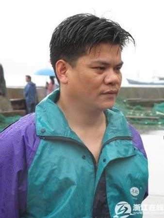霞关镇镇长许明华在接受采访