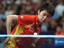 图文:女团决赛中国3-0新加坡 郭跃侧身发球