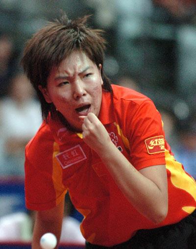 图文:女团决赛中国3-0新加坡 李晓霞呐喊