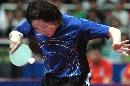 图文:女团决赛中国3-0新加坡 李佳薇发球瞬间