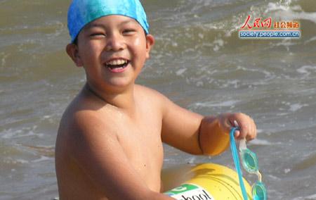 图文:奥组委全球征集儿童笑脸 儿童开怀大笑