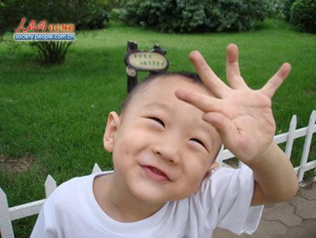 图文:奥组委全球征集儿童笑脸 小帅哥的笑脸
