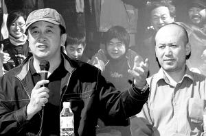 导演黄宏与主演郭达亮相发布会。徐胤 摄