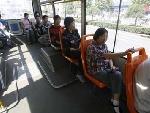 公交车上人并不多