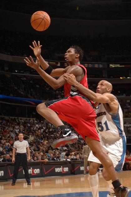 图文:[NBA]雄鹿签约大前锋鲁芬 背后偷袭
