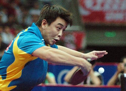 图文:亚乒赛男单王皓4-0马龙夺冠 反手回球