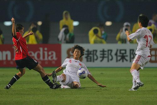 图文:[世界杯]中国0-1挪威 王坤铲球瞬间