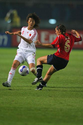 图文:[世界杯]中国0-1挪威 王坤防守