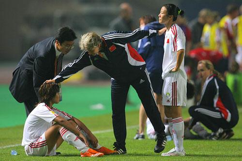 图文:[世界杯]中国0-1挪威 多曼安慰韩端