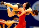图文:摔跤世锦赛女自由式67kg 景瑞雪摔倒对手