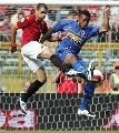 图文:罗马2-2尤文 佩罗塔与安德拉德空中争斗