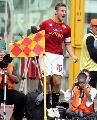 图文:罗马2-2尤文 罗马王子角旗区疯狂庆祝