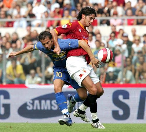 图文:意甲罗马2-2尤文 阿奎拉尼盯死皮耶罗
