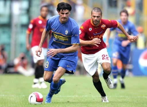 图文:意甲罗马2-2尤文 托内托与亚昆塔拼速度