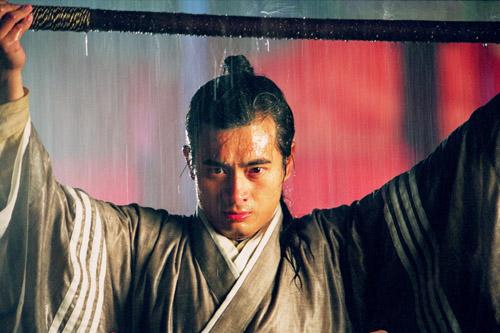 北宋名将杨业一门五代忠义卫国,本剧以杨家将归宋为起点.