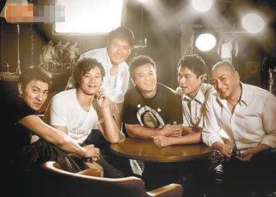 (左起)刘德华、陈奕迅、苗侨伟、黄日华、林家栋和汤镇业,难得在拍电影时叙旧。