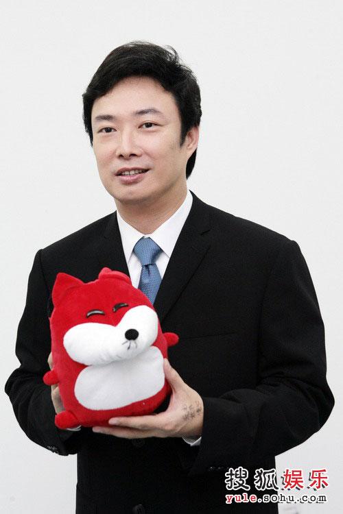 图:南通歌会举行 众星与狐狐亲密接触—费玉清