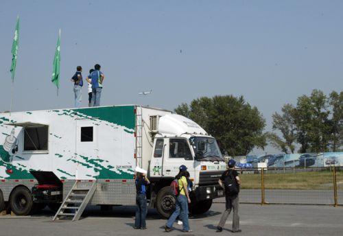 CCC没有转播的日子,只好爬车顶上看赛车