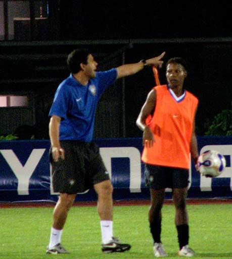 图文:[世界杯]巴西女足轻松备战 巴塞罗斯严厉