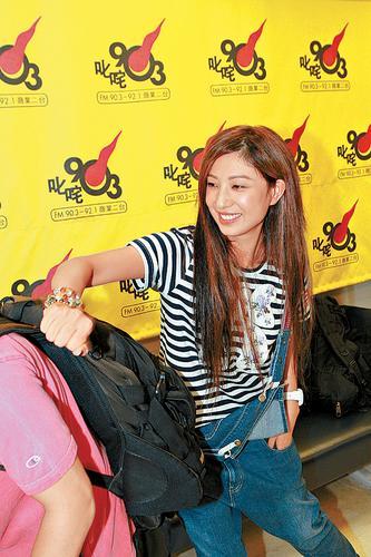 郑希怡接受《叱诧乐坛》访问
