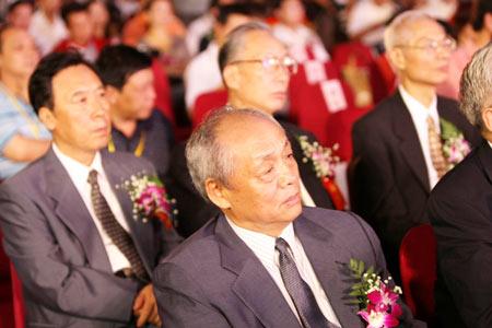 颁奖嘉宾中国前驻外大使