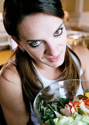 图文:捕捉赛场下的美丽伊娃 美食与美人的诱惑