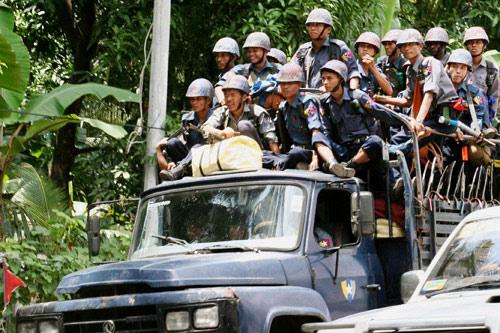 9月26日,大批军警开进仰光市区。