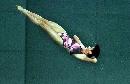 图文:女子十米台汪皓轻松夺冠 空中优美姿势