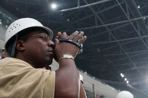 图文:世界转播商参观奥运场馆 数码摄像机记录