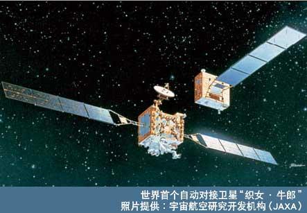 """与灯塔一样,对人造卫星而言,太阳能电池作为宇宙这种严酷环境下的贵重能源,是一种不可或缺的存在,而无法轻易进行维修的宇宙环境对产品的可信性要求非常高。夏普是日本唯一被宇宙航空研究开发机构认定的生产企业,自1976年的人造卫星""""梅""""发射以来,截至2006年4月为止,共有超过150颗人造卫星安装了夏普的太阳能电池。"""