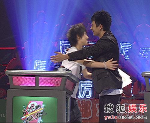厉娜与徐睿拥抱