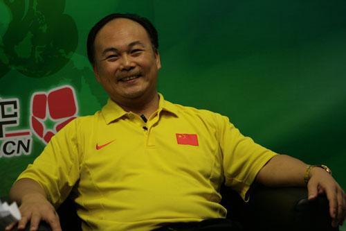 图文:陈文斌畅谈中国男举备战 谈奥运神采飞扬