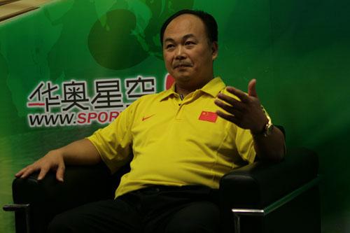 图文:陈文斌畅谈中国男举备战 举重队金牌教练
