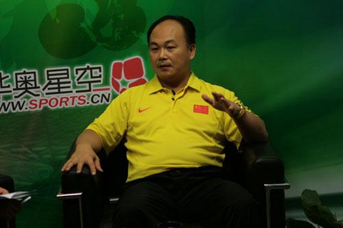 图文:陈文斌畅谈中国男举备战 说举重滔滔不绝