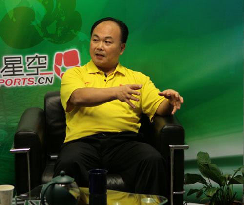 图文:陈文斌畅谈中国男举备战 聊前景侃侃而谈