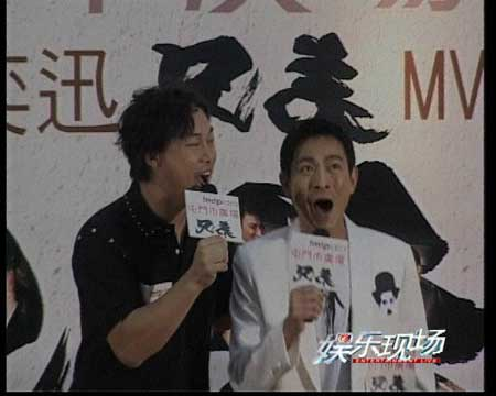 刘德华和陈奕迅演唱《兄弟》主题曲