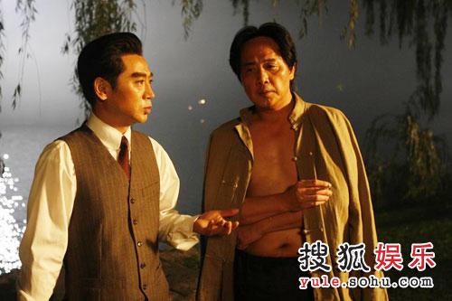 《八月一日》剧照- 毛泽东与周恩来讨论中国革命