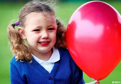 岁英国女孩放飞气球飘到中国