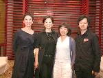 《这一夜,WOMEN制作人袁鸿(右一)与施南生(左一)、林青霞(左二)、龙应台(右二)演出结束后合影