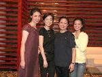 林青霞与三位女主演合影,杨婷(左一)、林青霞(左二)、方芳(右二)、阿雅(右一)