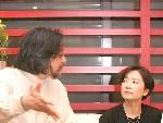 赖声川导演向林青霞介绍深圳观众对〈这一夜,WOMEN说相声〉的热烈反应