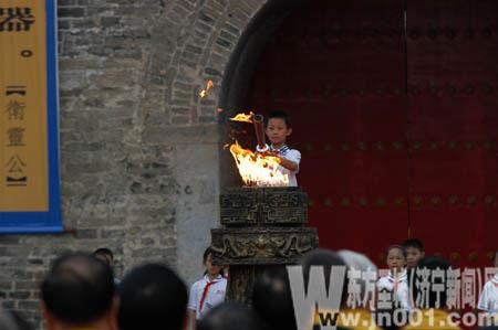 孔子后裔点燃中华文化圣火