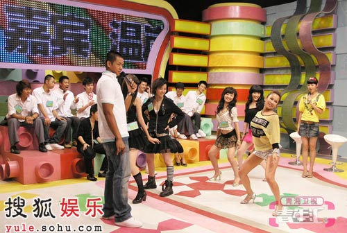 温岚教学员跳辣舞