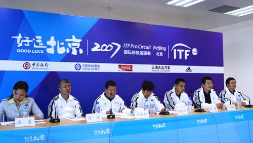 图文:国际网联巡回赛即将开赛 比赛组织方出席