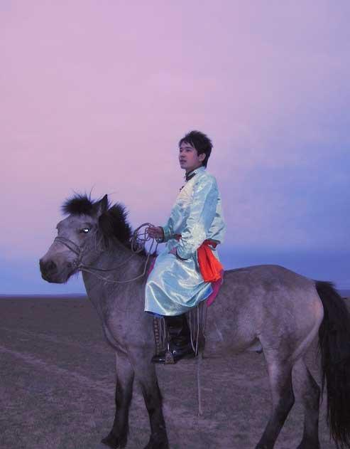 草原王子骑马归故乡
