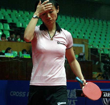 图文:女乒世界杯刘佳穿着裙装 失误多怅然若失