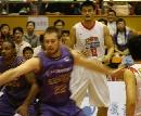 图文:男篮vs悉尼国王 姚明要球