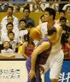 图文:男篮vs悉尼国王 姚明进攻